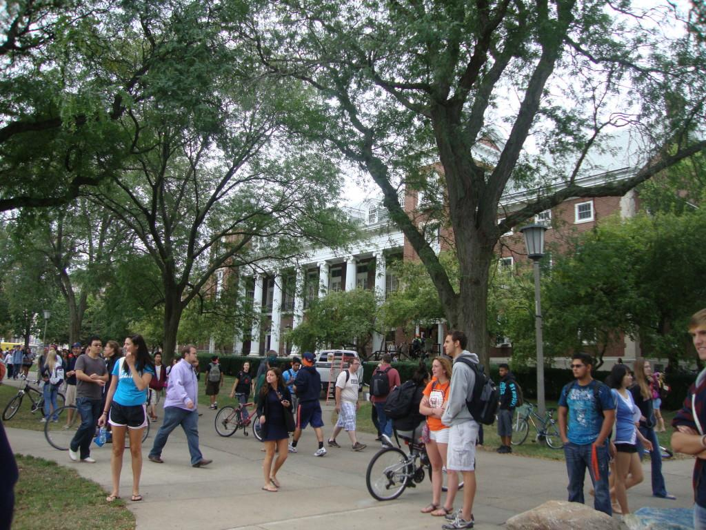 Students stroll across the University of Illinois at Urbana-Champaign's main quad on the way to class. Photo by Jessica Corbett.