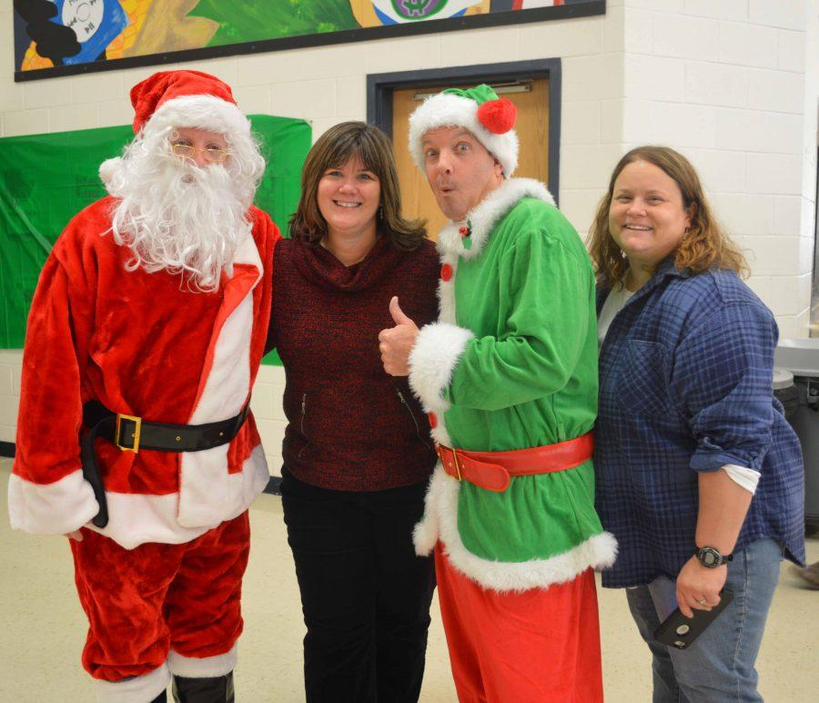 Santa+Green+and+Elf+Auchstetter+visit+the+cafeteria