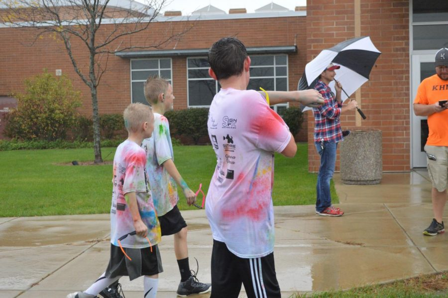 Kaneland+community+members+ran+through+the+rain+to+participate+in+the+Kolor+Run
