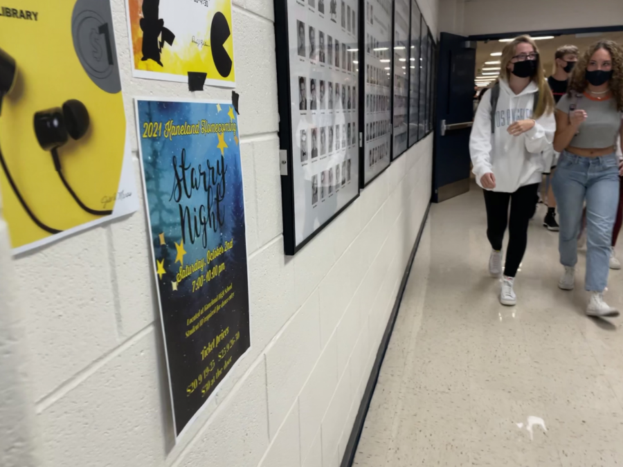 Students+during+a+passing+period+walk+by+the+new+Homecoming+poster%2C+which+announces+the+Starry+Night+theme.+The+poster+was+designed+by+sophomore+Jessica+Wrobel%2C+who+is+a+part+of+the+Homecoming+Committee.