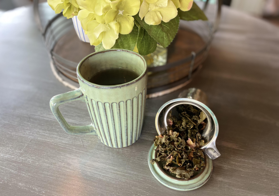 A+cup+of+freshly+brewed+rose+oolong+tea+is+a+great+way+to+start+your+day.+Oolong+tea+contains+a+decent+amount+of+caffeine+to+keep+you+awake.